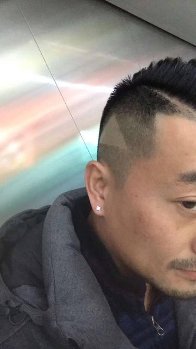 Góc oái oăm: Chụp màn hình ẩu đưa thợ cắt tóc, anh chàng Trung Quốc được luôn nút play trên đầu - Ảnh 2.
