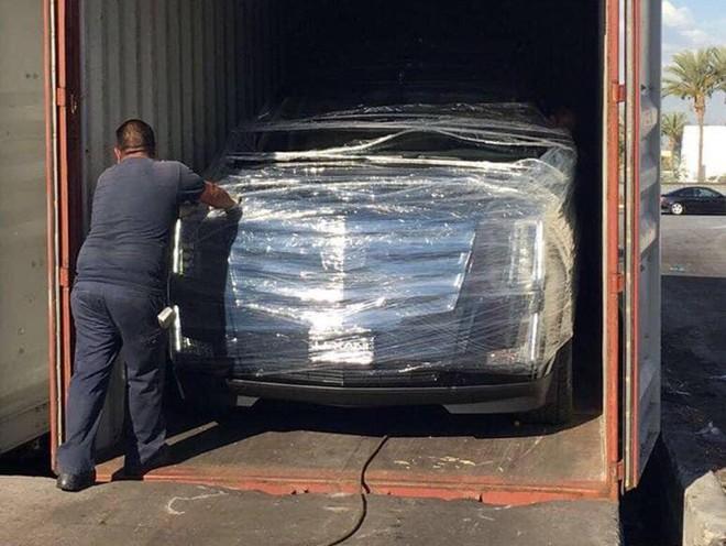 Siêu xe Cadillac Escalade độ lại nội thất, gắn TV Samsung 48 inch chuẩn bị về Việt Nam - Ảnh 7.