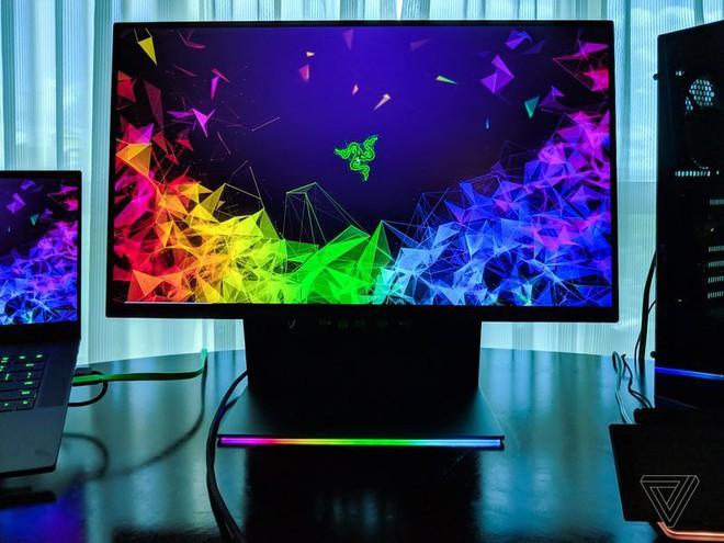 [CES 2019] Razer ra mắt màn hình Raptor 27 inch dành cho game thủ, có đèn LED ở đế, giá 700 USD - Ảnh 1.