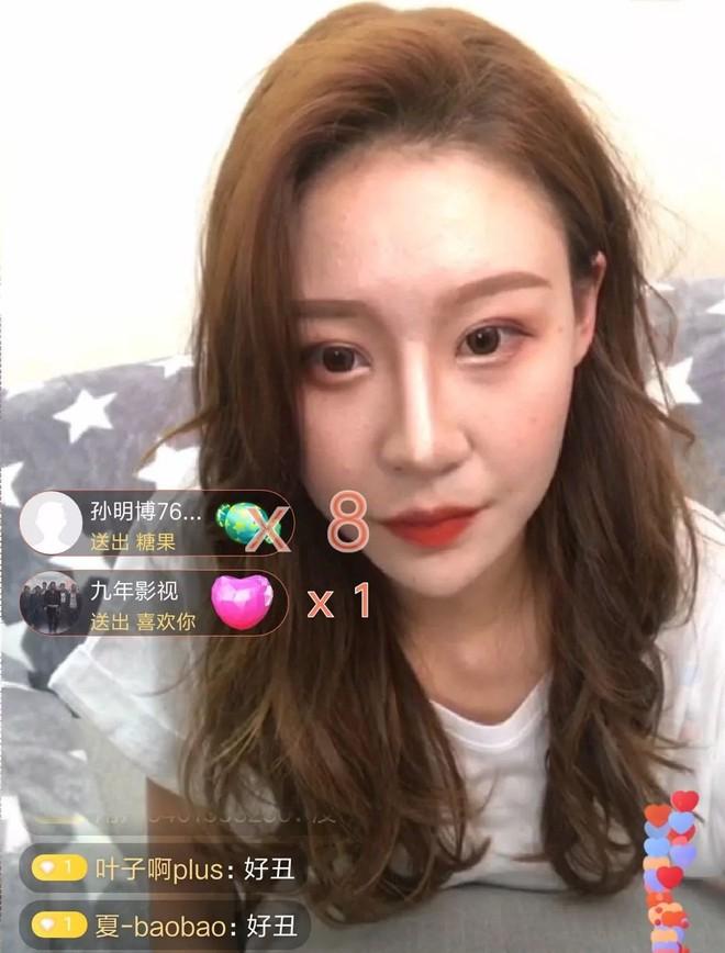 Lỡ tay tắt nhầm filter làm đẹp lúc livestream, hot girl Trung Quốc mất hơn trăm ngàn lượt follow vì để lộ nhan sắc thật - Ảnh 7.