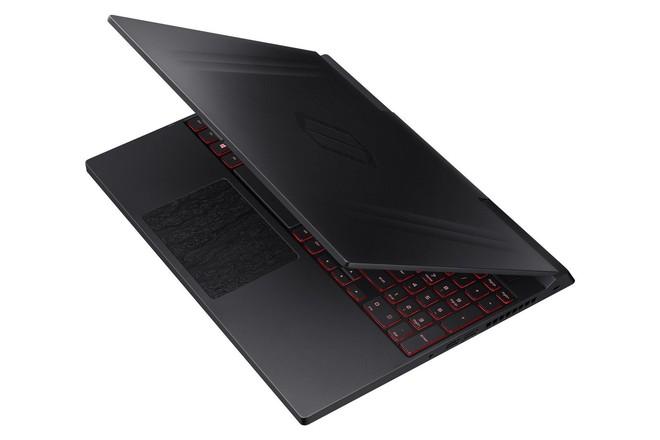 [CES 2019] Samsung tiếp tục dấn thân vào thị trường laptop chơi game với Odyssey: RTX 2080, bản lề lạ, màn 15,6 inch 144Hz - Ảnh 2.