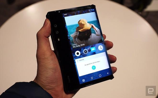 [CES 2019] Trên tay Royole Flexpai - điện thoại màn hình gập đầu tiên trên thế giới - Ảnh 1.