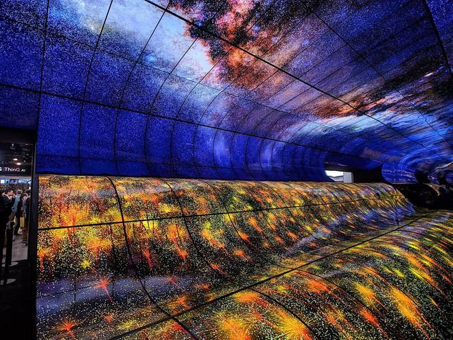 [CES 2019] LG làm bùng nổ triển lãm với màn trình diễn màn hình OLED uốn cong khổng lồ - Ảnh 5.