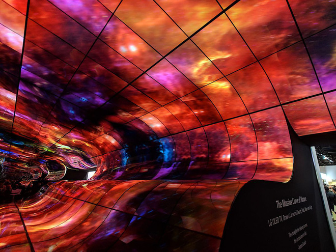 [CES 2019] LG làm bùng nổ triển lãm với màn trình diễn màn hình OLED uốn cong khổng lồ - Ảnh 6.