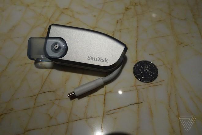 [CES 2019] SanDisk trình diễn nguyên mẫu USB dung lượng 4TB, lưu được 40 phim 4K - Ảnh 1.