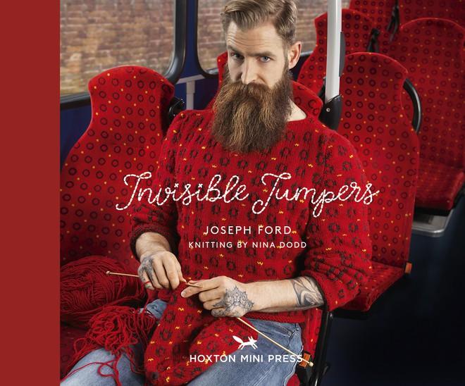 Ý tưởng độc đáo từ những chiếc áo len nguỵ trang khiến mọi người trở nên tàng hình - Ảnh 1.
