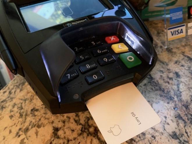Apple Card là nạn nhân mới nhất của nạn làm giả thẻ tín dụng - Ảnh 2.