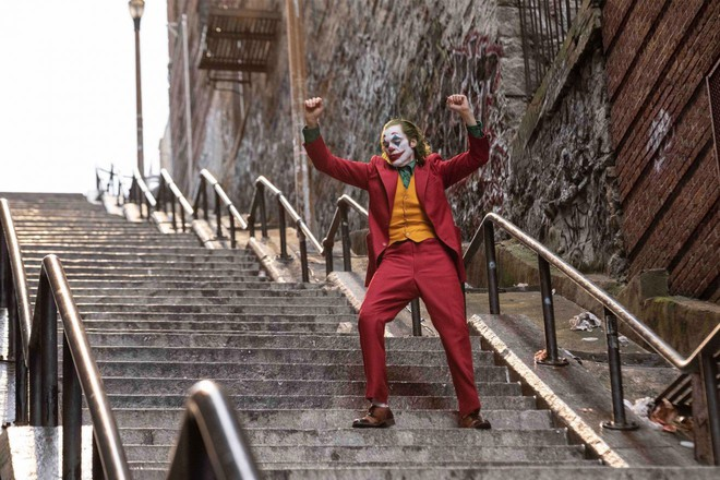 Ngắm những bức hình hậu trường tuyệt đẹp của bộ phim Joker được chụp từ máy ảnh Fujifilm - Ảnh 1.