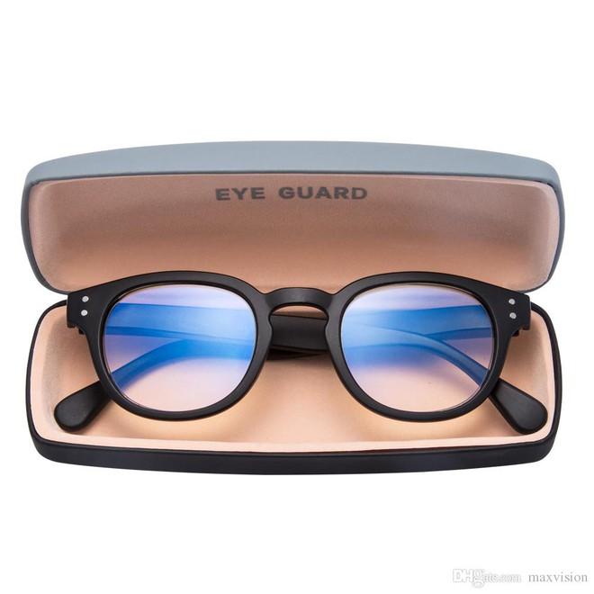 Bác sĩ nhãn khoa giải thích những nhầm tưởng mọi người hay có về ánh sáng xanh và cách bảo vệ mắt hiệu quả - Ảnh 4.