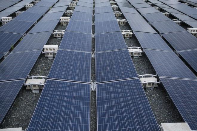 Pin mặt trời Tesla không an toàn 100%, có nóc nhà đã bốc cháy - Ảnh 4.