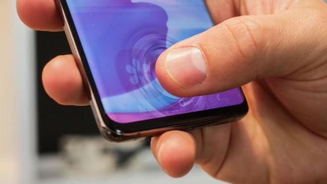 Lỗi dùng miếng dán rẻ tiền hack vân tay siêu âm trên Galaxy S10/Note10 sẽ được khắc phục bằng update phần mềm - Ảnh 2.