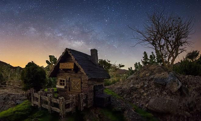 Ngắm những ánh trăng lừa dối tuyệt đẹp từ nghệ thuật chụp ảnh thiên văn bằng tiểu cảnh - Ảnh 2.