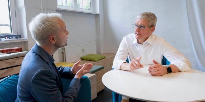 """CEO Tim Cook: """"Chúng tôi luôn cố gắng để bán iPhone với giá thấp nhất"""" - Ảnh 1."""