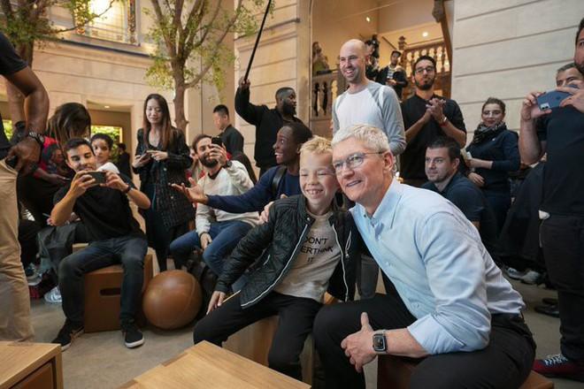 """CEO Tim Cook: """"Chúng tôi luôn cố gắng để bán iPhone với giá thấp nhất"""" - Ảnh 2."""