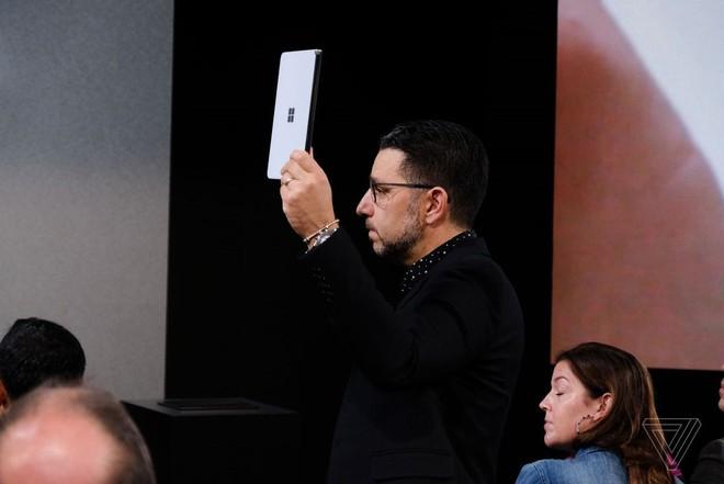 Microsoft công bố Surface Neo - thiết bị màn hình kép gập ra gập vào đều được, còn chưa hoàn thiện, dự kiến bán ra vào cuối năm sau - Ảnh 6.