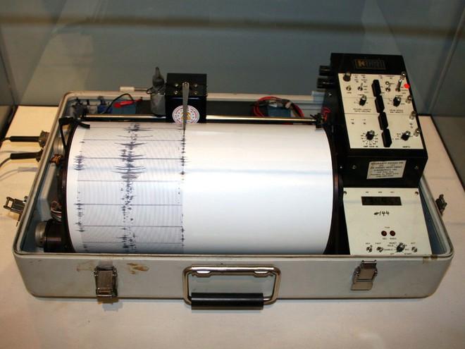 Khoa học mới khám phá ra hiện tượng bão động mới: động đất đáy biển sinh ra bởi bão lớn - Ảnh 2.