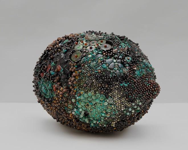 Nghệ sĩ Kathleen Ryan chứng minh cho ta thấy hoa quả thối cũng có vẻ đẹp riêng - Ảnh 15.
