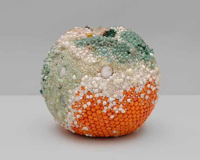 Nghệ sĩ Kathleen Ryan chứng minh cho ta thấy hoa quả thối cũng có vẻ đẹp riêng - Ảnh 16.