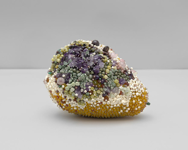 Nghệ sĩ Kathleen Ryan chứng minh cho ta thấy hoa quả thối cũng có vẻ đẹp riêng - Ảnh 18.