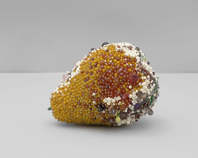 Nghệ sĩ Kathleen Ryan chứng minh cho ta thấy hoa quả thối cũng có vẻ đẹp riêng - Ảnh 21.