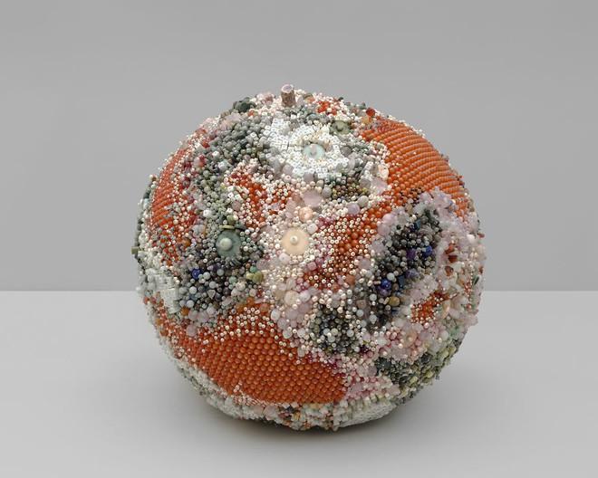 Nghệ sĩ Kathleen Ryan chứng minh cho ta thấy hoa quả thối cũng có vẻ đẹp riêng - Ảnh 22.