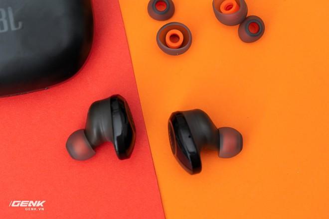 Đánh giá tai nghe true-wireless JBL Tune 120: Tất cả là về âm trầm - Ảnh 11.