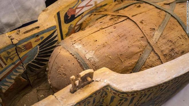 Xác ướp Ai Cập 3000 năm tuổi bất ngờ trồi lên mặt đất, mở quan tài ra vẫn nguyên vẹn đến kinh ngạc - Ảnh 1.