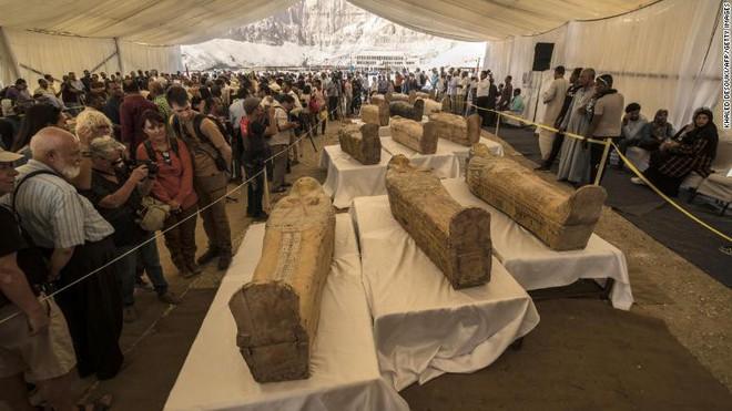 Xác ướp Ai Cập 3000 năm tuổi bất ngờ trồi lên mặt đất, mở quan tài ra vẫn nguyên vẹn đến kinh ngạc - Ảnh 2.