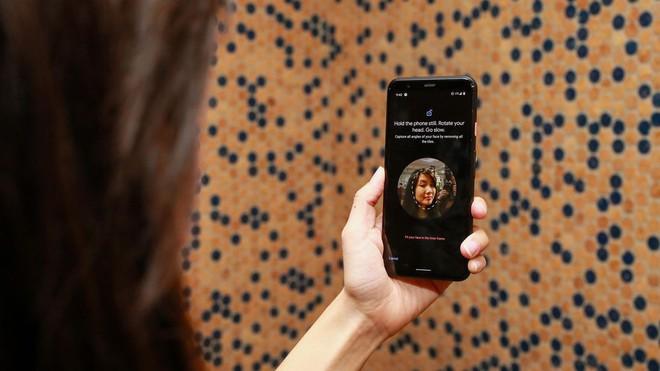Đọ mở khóa gương mặt giữa iPhone 11 Pro và Pixel 4: Bên tám lạng, người nửa cân - Ảnh 2.