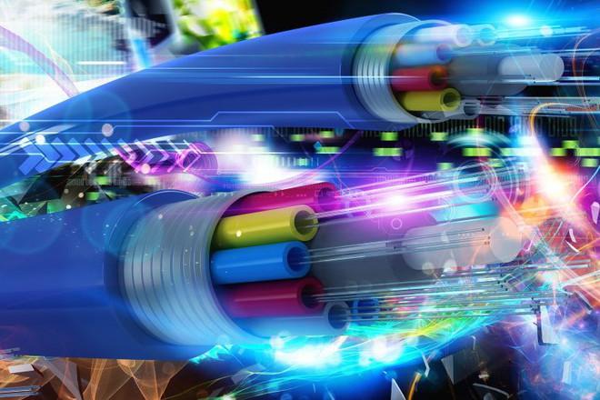 Viện nghiên cứu Nhật Bản thử nghiệm thành công đường cáp quang 1 Petabit/giây, nhanh gấp 100 lần mạng Internet hiện tại - Ảnh 1.