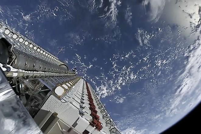 SpaceX sẽ cung cấp internet vệ tinh trên toàn thế giới vào giữa năm 2020 - Ảnh 1.