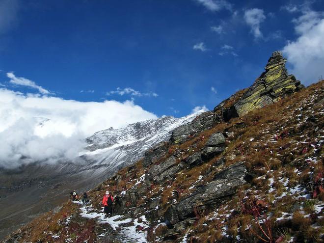 Bí ẩn chưa có lời giải về hồ nước chứa đầy xương người trên dãy Himalayas - Ảnh 5.