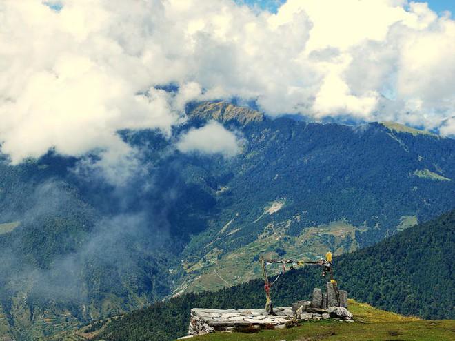 Bí ẩn chưa có lời giải về hồ nước chứa đầy xương người trên dãy Himalayas - Ảnh 6.