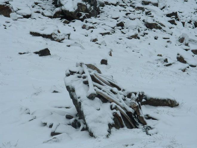 Bí ẩn chưa có lời giải về hồ nước chứa đầy xương người trên dãy Himalayas - Ảnh 20.