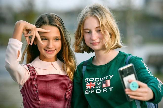 Những đứa trẻ chưa kịp lớn đã trở thành ngôi sao mạng xã hội - Ảnh 1.