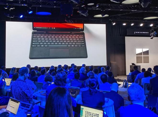 Microsoft đá xoáy các sản phẩm Apple trong buổi giới thiệu Surface - Ảnh 1.