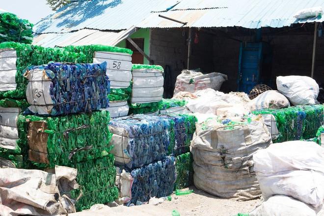 Dự án biến nhựa thành đơn vị tiền tệ, vừa giải quyết được vấn nạn rác lại tạo ra nguồn sống cho vô số người nghèo - Ảnh 1.