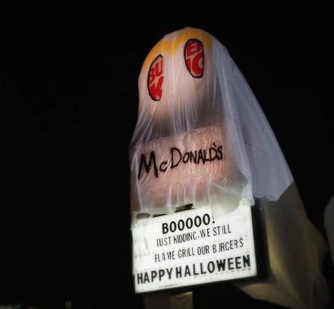Burger King cà khịa cực mạnh khi hóa trang thành McDonald's để đón Halloween - Ảnh 2.