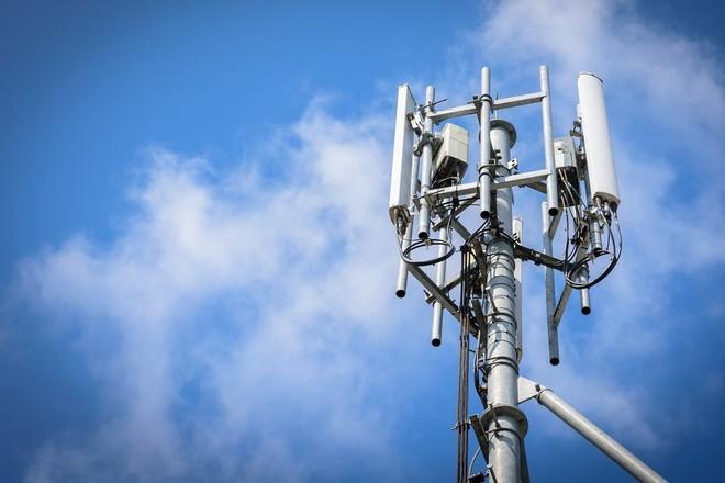 Công ty của tỷ phú Phạm Nhật Vượng bất ngờ tuyên bố sản xuất thiết bị viễn thông 5G - Ảnh 1.