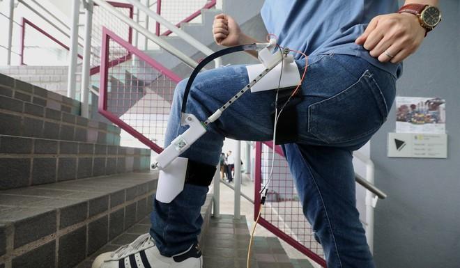 Máy phát điện gắn vào chân có thể sạc Apple Watch trong khi bạn đi bộ - Ảnh 1.