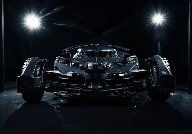 Batmobile đang cần tìm chủ mới: Giá gần 20 tỷ đồng, trang bị camera ảnh nhiệt, kính chống đạn, gắn được cả súng máy - Ảnh 3.