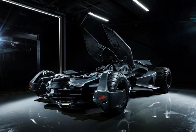 Batmobile đang cần tìm chủ mới: Giá gần 20 tỷ đồng, trang bị camera ảnh nhiệt, kính chống đạn, gắn được cả súng máy - Ảnh 5.