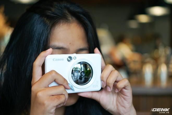Dùng thử máy chụp in ảnh liền đầu tiên của Canon: gọn nhẹ, thời trang, kết nối được với smartphone để in thêm ảnh - Ảnh 3.
