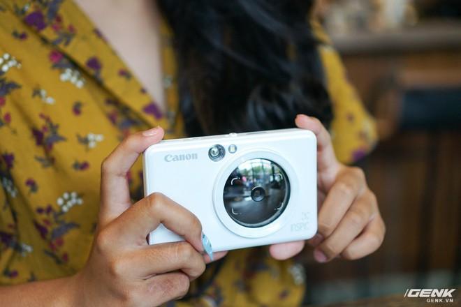 Dùng thử máy chụp in ảnh liền đầu tiên của Canon: gọn nhẹ, thời trang, kết nối được với smartphone để in thêm ảnh - Ảnh 2.