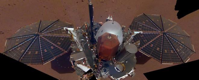 Tàu đổ bộ của NASA thu được những tín hiệu lạ trên Sao Hoả - Ảnh 2.