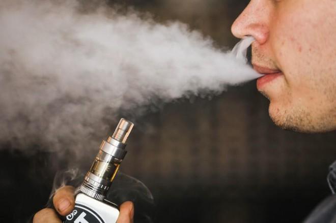 Thuốc lá điện tử không hề an toàn: Đã có bằng chứng cho thấy nó gây ung thư phổi - Ảnh 1.