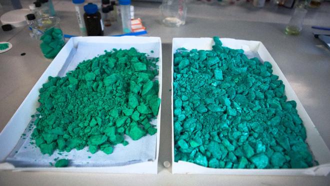Chỉ cần gắn vào máy hút ẩm, vật liệu nano mới có thể tạo ra nước từ hư không - Ảnh 1.