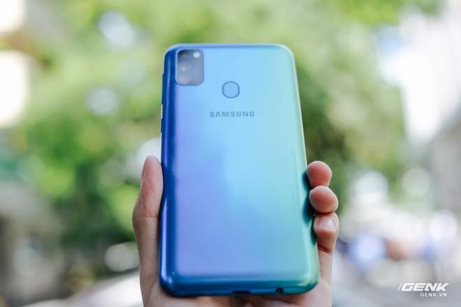 Trên tay Galaxy M30s: 3 tùy chọn màu sắc, cụm camera mới, pin 6.000 mAh, giá 6.99 triệu đồng - Ảnh 1.