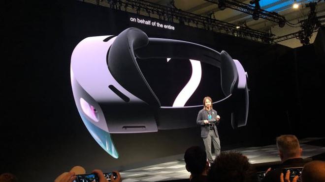 Microsoft, Snap, Facebook, Google, Apple, Amazon và cuộc đua tới thứ có thể thay thế smartphone: Chiếc kính - Ảnh 1.