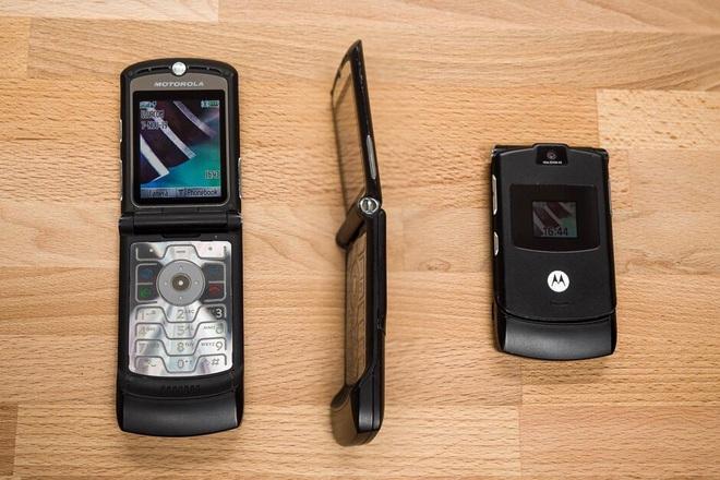 Nhìn lại Motorola RAZR V3: Chiếc dao cạo cao cấp trong mơ của nhiều người - Ảnh 2.